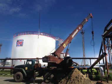 Монтаж нефтепровода на Федоровском месторождении